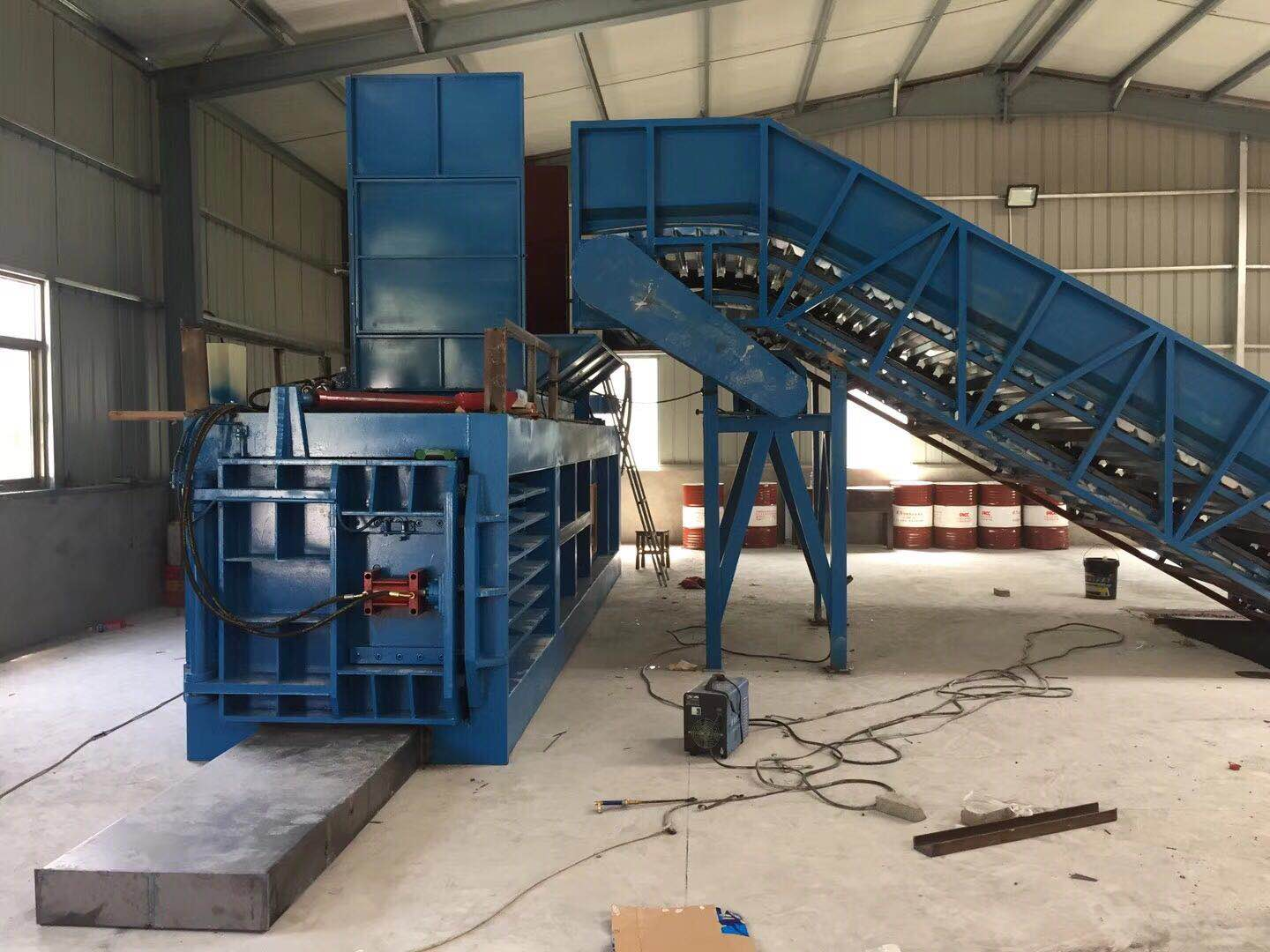 What is the purpose and characteristics of horizontal waste paper baler?