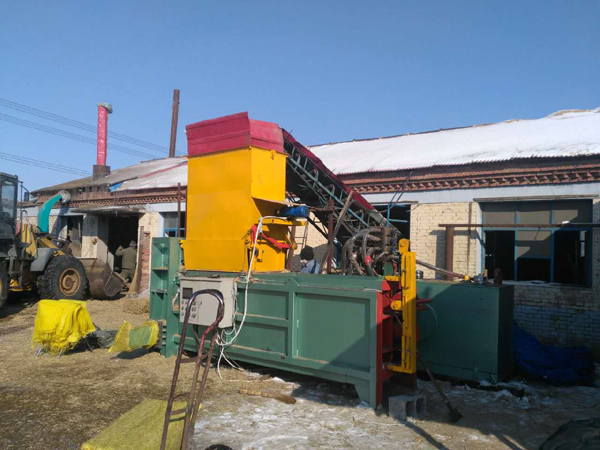 Synthetic fiber baler